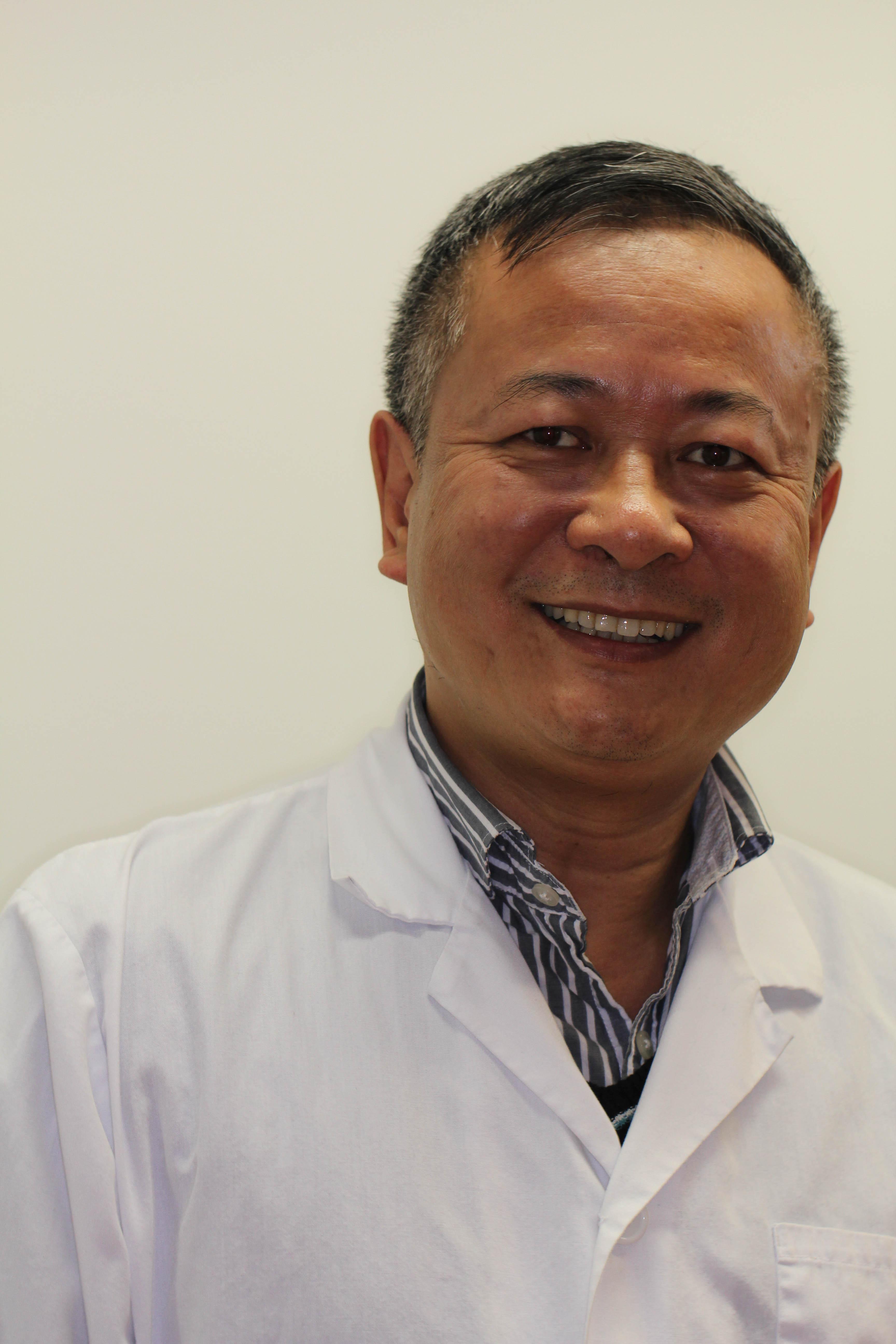 dr zhong bio picture